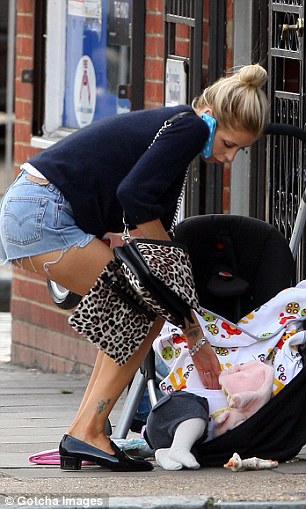 Peaches Geldof, Astala, Peaches' pram tips up, Olive and Moss