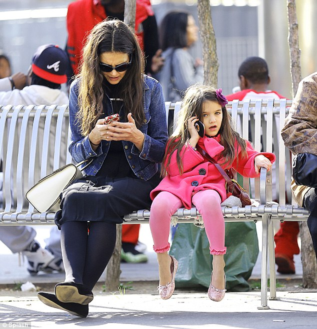 Katie Holmes, Suri Cruise, smart phones, technology, social media, social media detox
