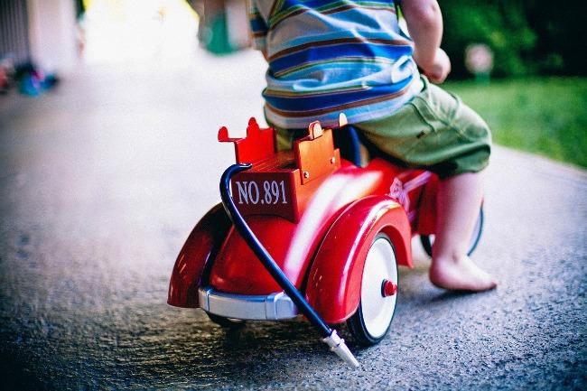 boy-on-car