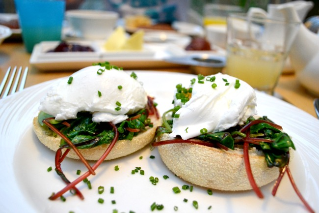 poached-eggs-muffins-breakfast