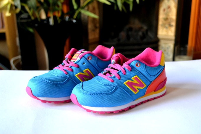 Blue kids' New Balance trainers