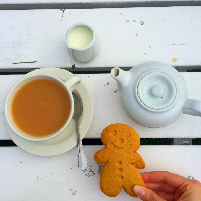 tea-and-gingerbread-biscuit