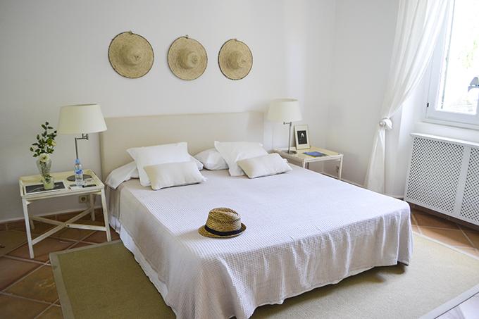 las-palmeras-bedroom