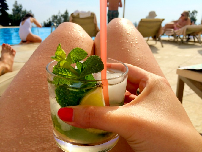 mojito-by-the-pool